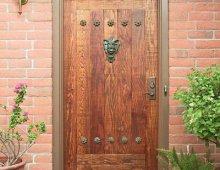 Входные деревянные двери для частного дома своими